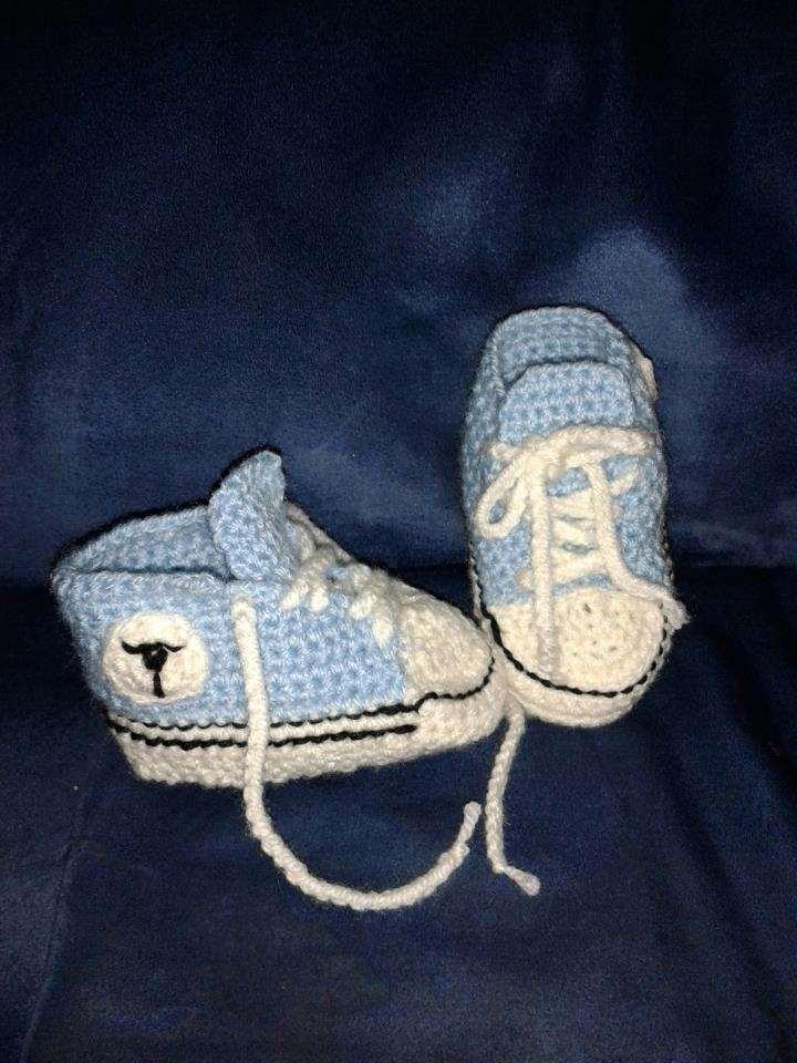 Gehaakte babyschoenen allstars blauw